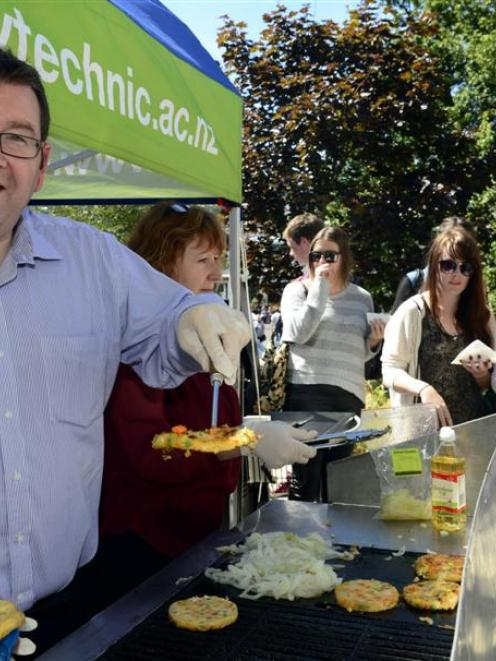 Labour deputy leader and tertiary spokesman Grant Robertson dishes up some more kai at Otago...