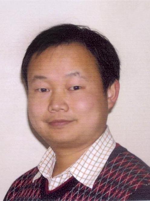 Li Hong He.
