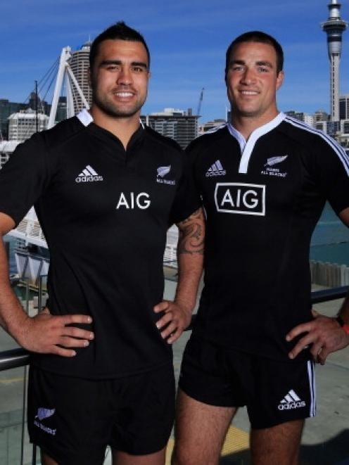 79e6dadd1 Liam Messam poses in the new All Black jersey (left) and Richard Kahui poses