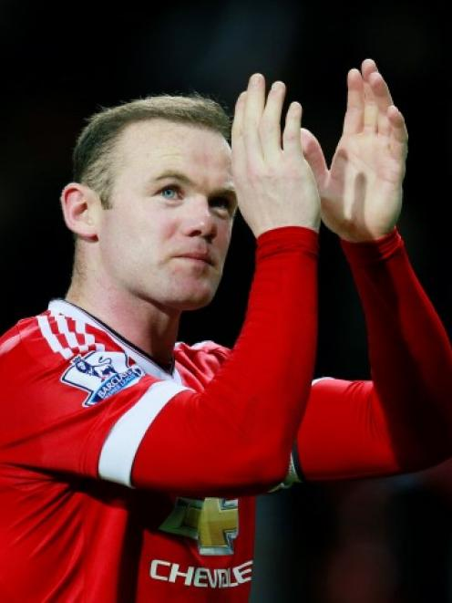 Manchester United's Wayne Rooney applauds fans after the game. Photo Reuters