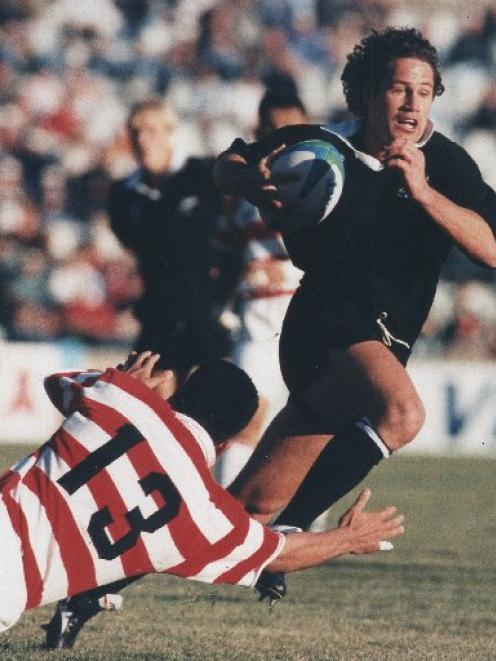 Marc Ellis brushes past a Japanese defender in 1995. Photo by The New Zealand Herald.