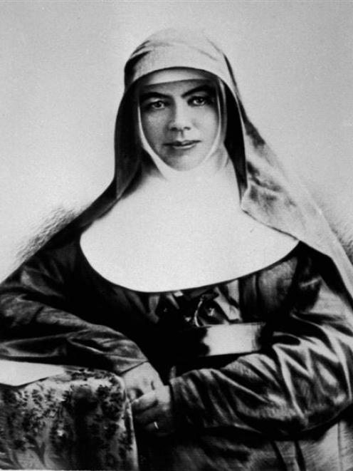 a biography of mary helen mackillop born in 1842 to two scottish immigrants Mary mackillop was born on the of january 1842 in fitzroy, victoria her parents alexander mackillop and flora macdonald were scottish immigrants find this pin and more on kids' biographies by jeannie meekins.