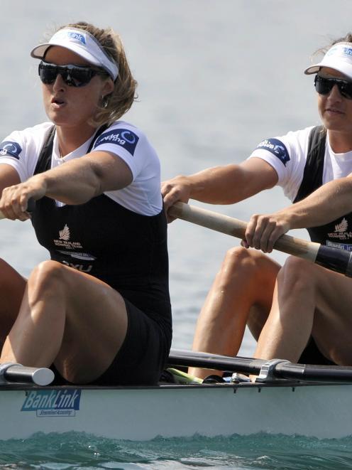 New Zealand's Juliette Haigh and Rebecca Scown have struck gold again. (REUTERS/Srdjan Zivulovic)