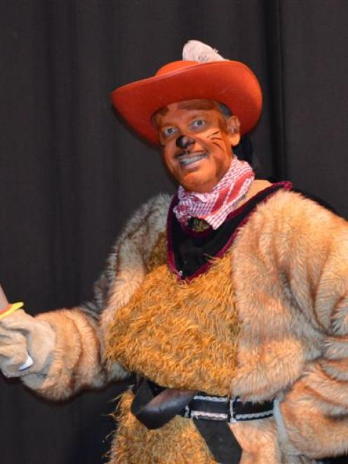 Operatunity actor/direstor Geoffery Hughes in the pantomime Puss 'n Gumboots. Photo by Grey Star.