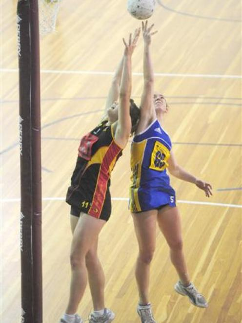 Otago goal shoot Greir Campbell tips the ball away from Waikato goal defence Jodi Beaumont during...