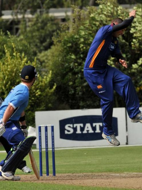 Otago Volts Mark Craig attempts a caught and bowled as Auckland Aces Steven Croft ducks in the 20...