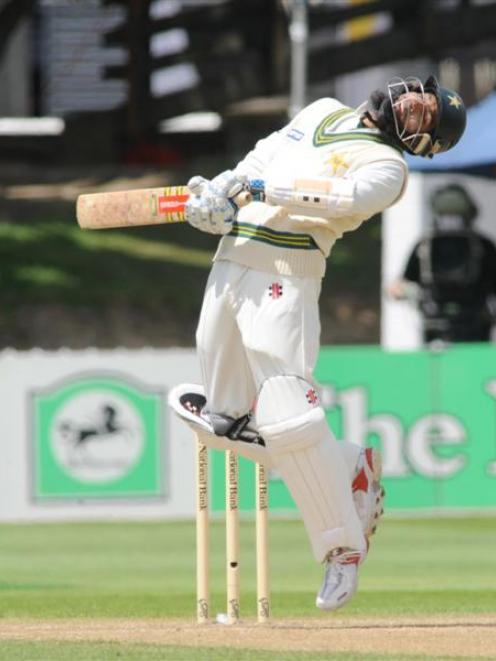 Cricket: NZ set 405 after Pakistan collapse | Otago Daily