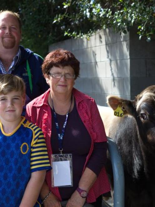 Peter, Kelly, Fynn (9) and Raelene Allison  are joined by Bonacord Murmur Bolt at LIC's Premier...