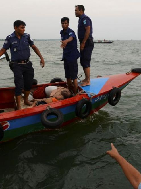 Police bring to shore the bodies of passengers killed in the ferry capsize. REUTERS/Stringer