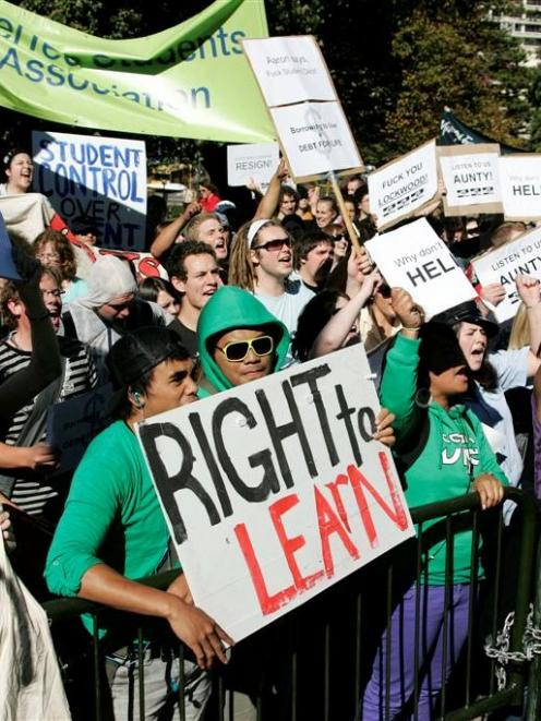 Students in Wellington march to Parliament to protest against loans. Photo from NZPA
