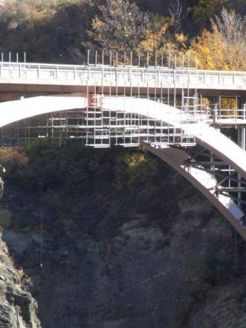 Cracks have been discovered under the Kawarau Bridge, on State Highway 6 near A.J. Hackett Bungy....
