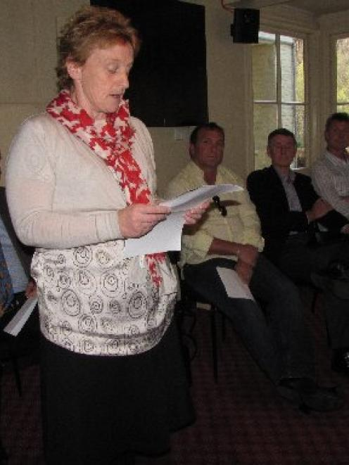 Queenstown Lakes mayoral aspirant Vanessa van Uden addresses last night's Arrowtown election...