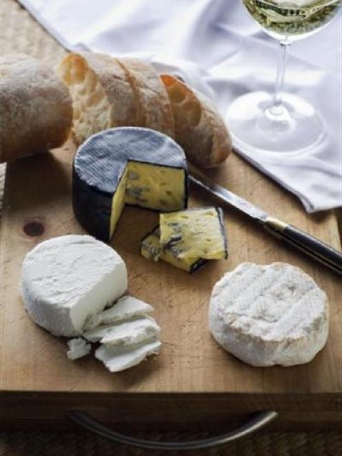 raw_milk_cheese_production_gets_go_ahead_2036170430.JPG