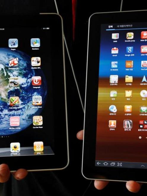 Samsung's Galaxy tablet 10.1, right, and Apple's iPad.  REUTERS/Jo Yong-Hak/Files