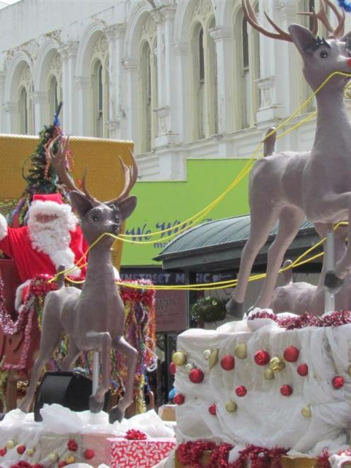 Santa takes his new sleigh down Thames St, Oamaru. Photo by Andrew Ashton.