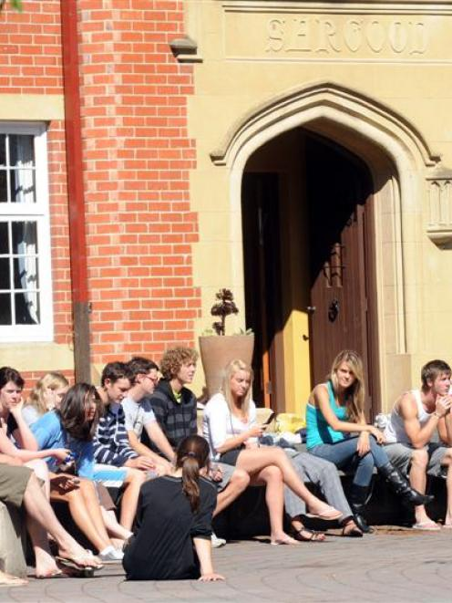 Selwyn College students enjoy the sunshine in their quad.  Photo by Peter McIintosh.