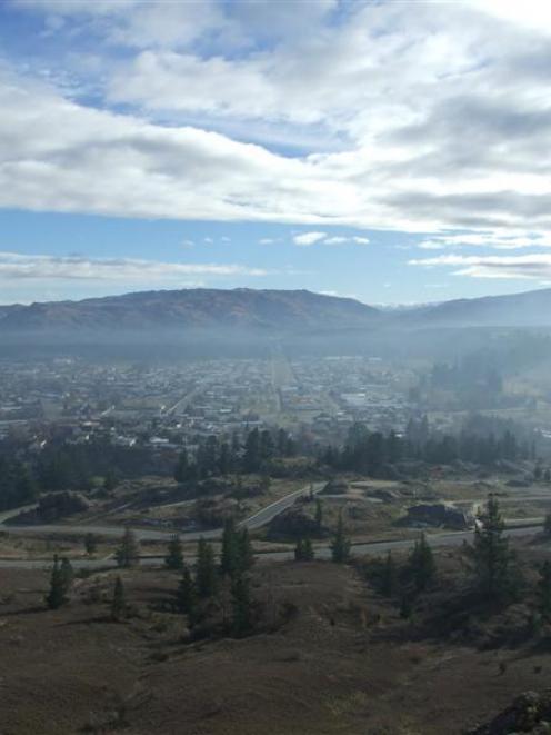 Smog lingers over Alexandra. Photo by Lynda Van Kempen.