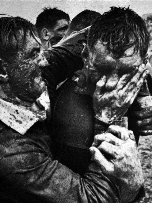 Springbok centre John Gainsford smears mud into the face of Colin Meads during the first test at...