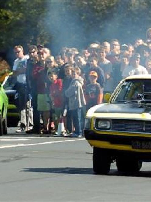 Steve Buttar guns his Valiant Charger off the start line. Photo by Gerard O'Brien.