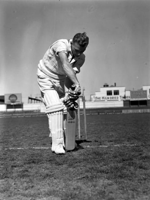 Sutcliffe scores 385 against Canterbury (1952)Bert Sutcliffe shows his impeccable defensive...