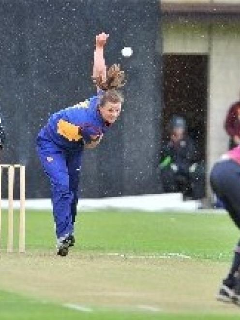 Suzie Bates (Otago) bowls to Northern Districts batsman Natalie Dodd while Kerry Tomlinson and...