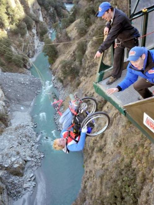 Disabled Athletes Get Into The Swing Of Queenstown Otago