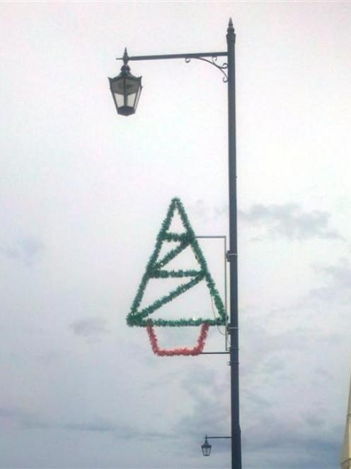The Christmas decoration  which disappeared from its Thames St pole over the Christmas holiday...