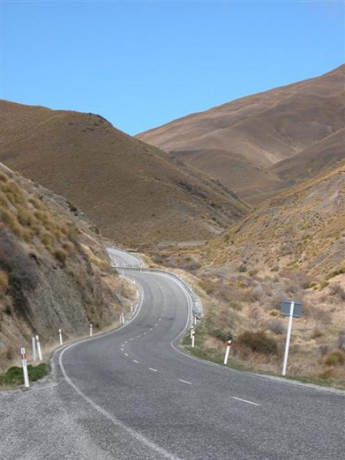 The Crown Range Rd between Arrowtown and Cardrona is popular with tourists.