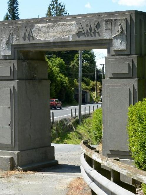 The Moller Park Memorial Arch in Ravensbourne. Photo by Gerard O'Brien.