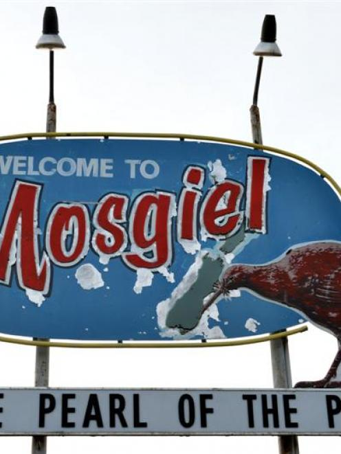 The Mosgiel ''The Pearl of the Plain'' sign in Gordon Rd will be repainted, but when it will...