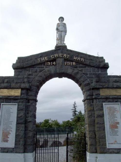 The Palmerston war memorial. Photo by Bill Campbell.