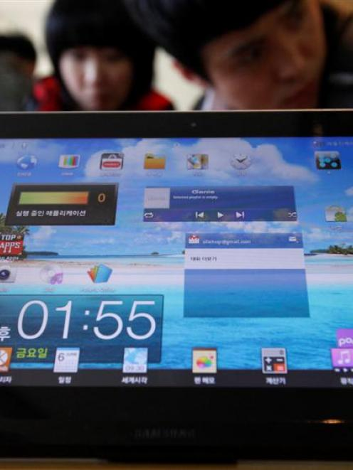 The Samsung Galaxy Tab is displayed at a store in Seoul.  REUTERS/Kim Hong-Ji/Files