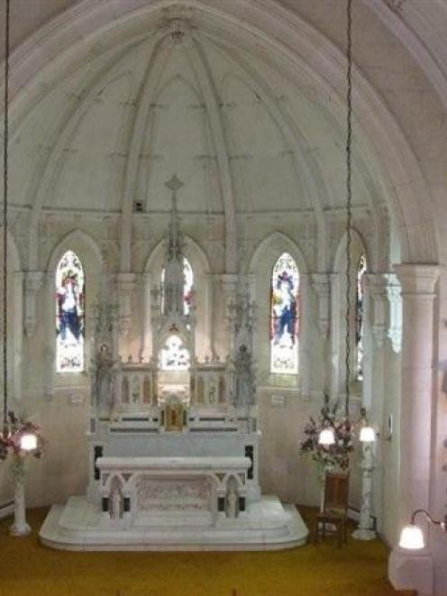 The Teschemakers chapel altar.
