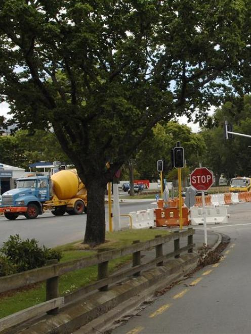 The traffic lights at the Frederick St intersection with Anzac Ave and State Highway 88 have...
