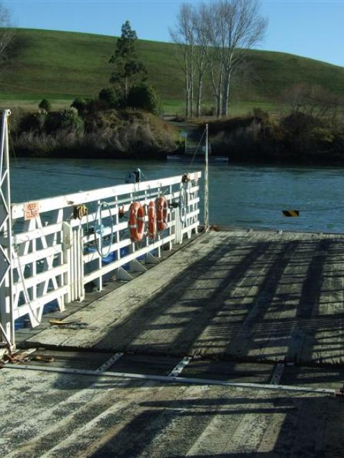 The Tuapeka Mouth ferry. Photo by Rachel Taylor.