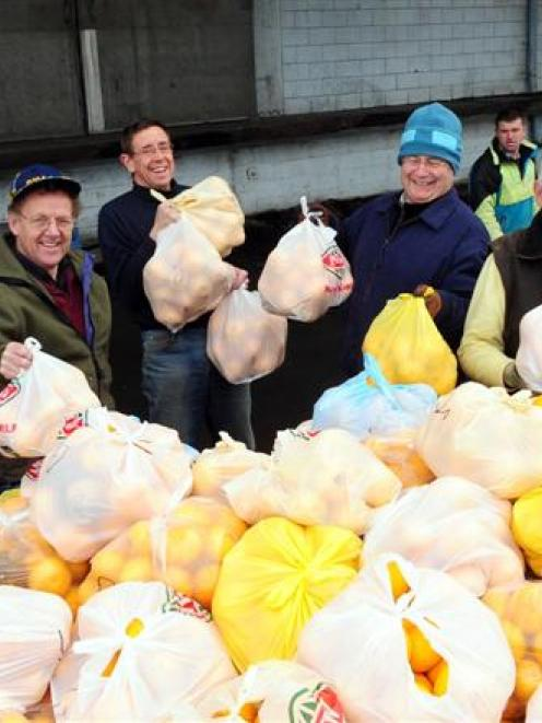 Trevor Croot, Peter Jackson, Les Green, Andrew McKinlay and Les Cleveland load grapefruit and...