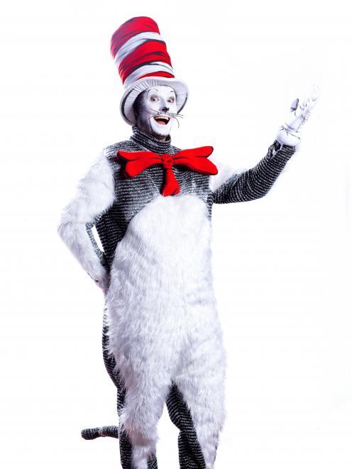 """尼克威尔金森在""""帽子里的猫""""中扮演猫的角色。"""