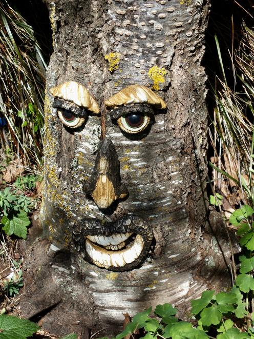 Margaret Sloper added this quirky highlight to a tree trunk.
