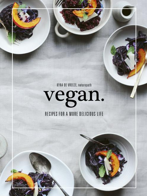 由Murdoch Books出版的Kyra de Vreeze的Vegan,由Allen&Unwin发行,RRP $ 27.99
