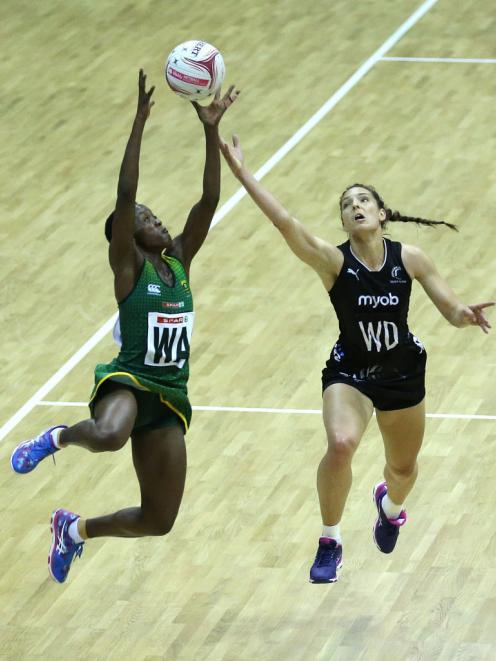 South Africa SPAR Proteas Bongiwe Msomi (left) and New Zealand Silver Ferns Karin Burger battle for the ball. Photo: Getty Images