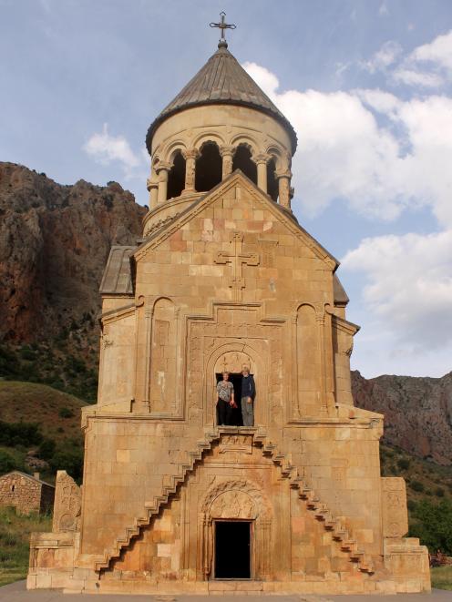 站在Norovank的1700年基督教门口。