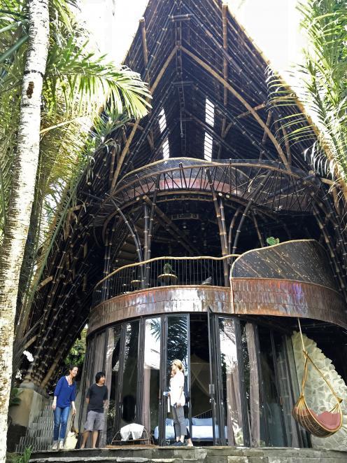 绿色村庄是Ayung山坡上的一个新的豪华定制竹屋社区...