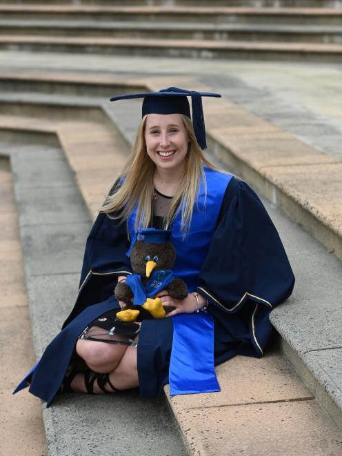 奥塔哥理工学院的学生Ashleigh Smith(21岁)今天毕业,获得领导学士学位......