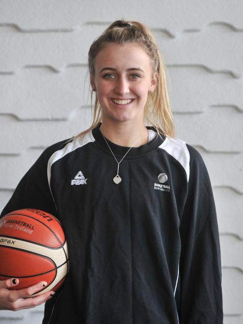 New Tall Fern Nicole Ruske在19岁时获得了她向国家队晋升的消息......