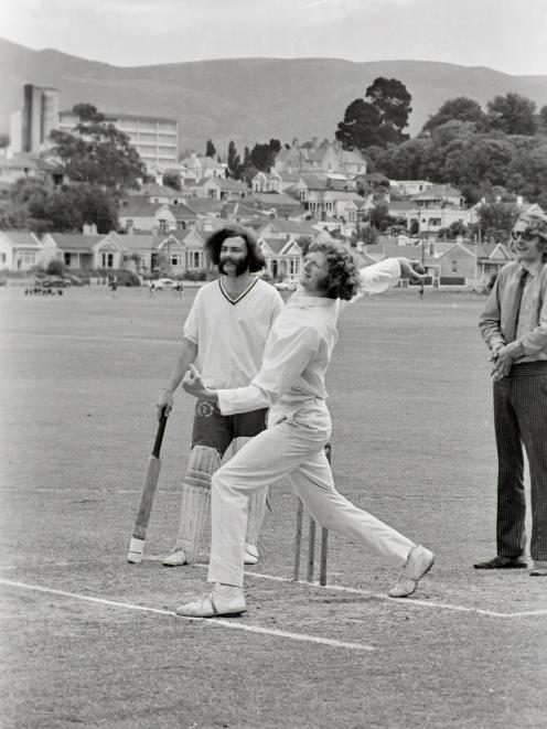 Hart national chairman Trevor Richards (left) and Otago bowler Murray Webb at the Hart-organised...