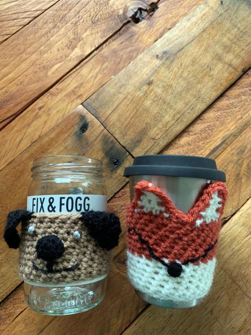 Reusable cups get crochet stylings. Photo: Jana Reulecke