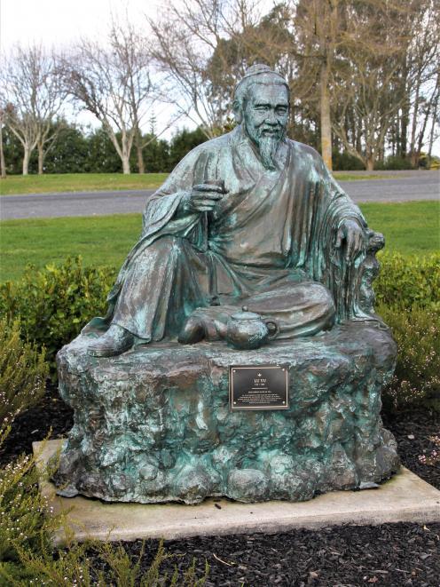 A statue on the tea-history walk.