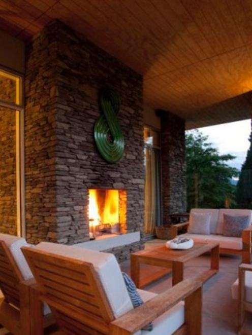 Perfect for a family skiing holiday, this graceful home near Queenstown sleeps 10 people.