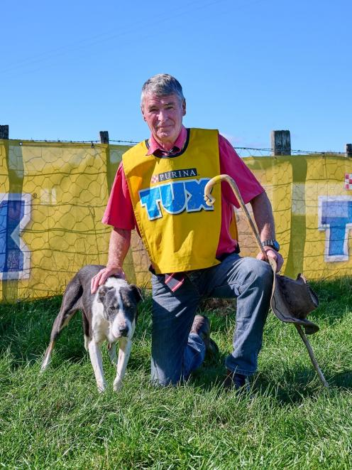 Mike Evans, of Greta Valley, and his dog Dawn won the short head and yard at the North Island...