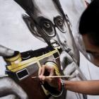 A Thai art student paints a portrait of Thailand's late King Bhumibol Adulyadej. Photo: Reuters